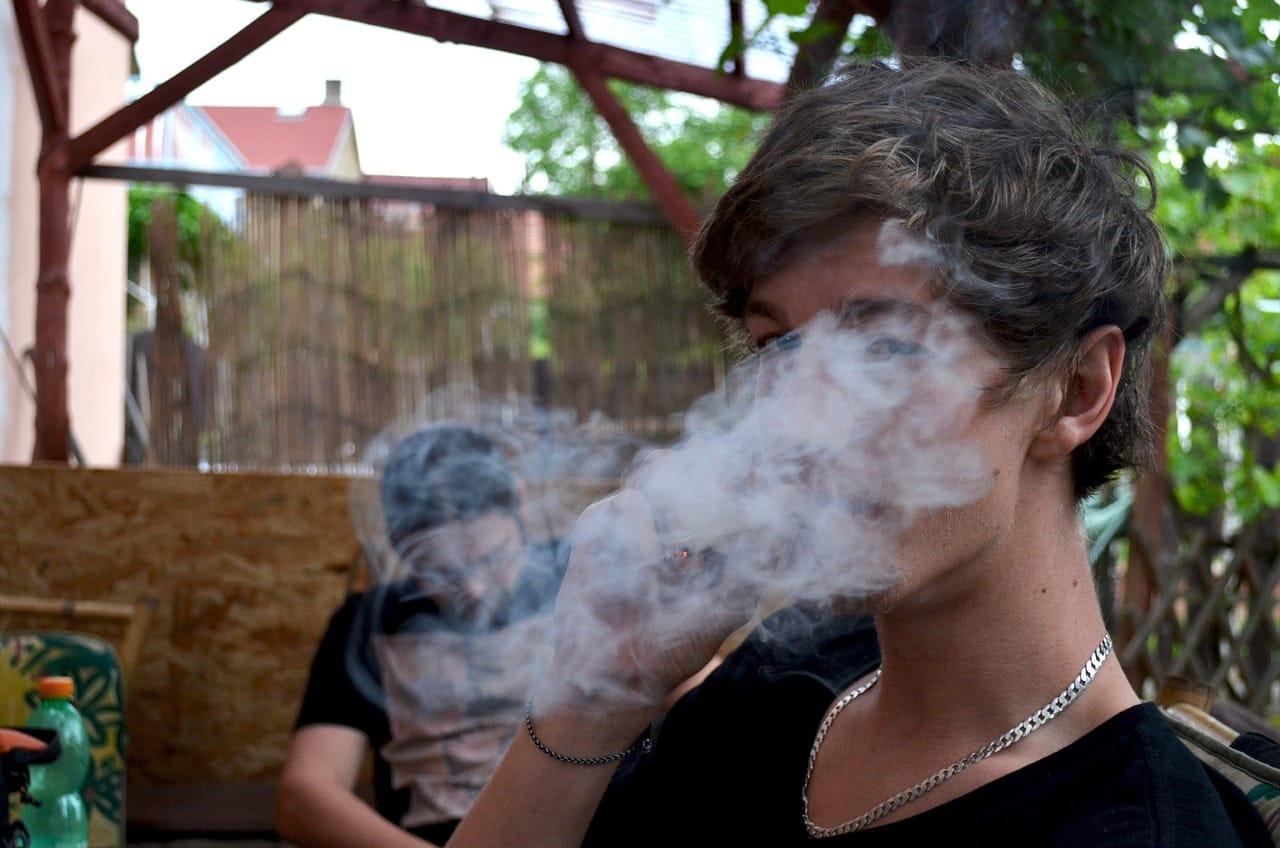 Does smoking marijuana give you acne