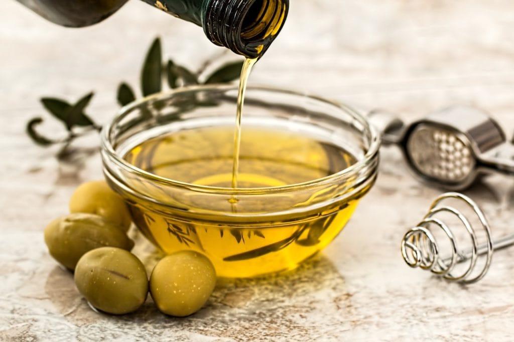 oil moisturize dry skin